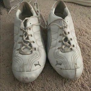 White puma cheer/sneakers